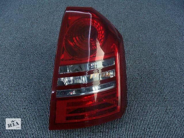 купить бу Фонарь задний правый для легкового авто Chrysler 300 С 2005-2007 в Киеве