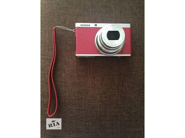 продам фотоаппарат fujifilm FinePix XF1 красный бу в Сумах