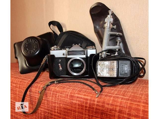 купить бу Фотоаппарат ZENIT-E + фотовспышка + 2 тросика в Киеве