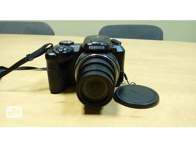 продам Fujifilm FinePix S8600 + 1 год официальной гарантии + карта памяти в подарок  бу в Киеве