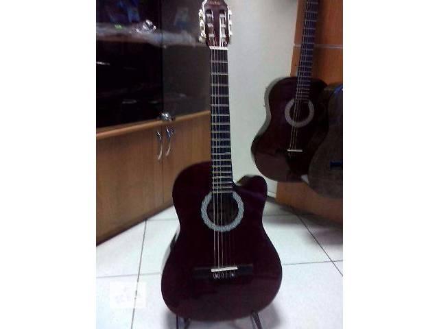 """продам Гитара классическая """"Maxtone"""" CGC 3910C с вырезом под грифом. бу в Кременчуге"""