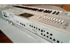 б/у Синтезаторы-рабочие станции Korg