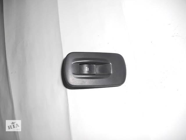 бу Кнопка стеклоподъемника пассажирская на Renault Trafic, Opel Vivaro, Nissan Primastar в Ровно