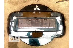 б/у Накладка бампера Mitsubishi Pajero Wagon