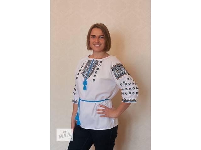 бу Комфортна блузка з оригінальною вишивкою в Киеве