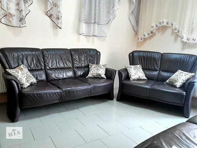 продам Комплект кожаных диванов 3+2 бу в Львове
