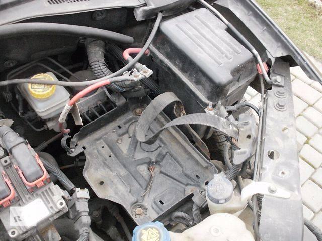 купить бу Компоненты кузова Корпус под аккумулятор Легковой Fiat Linea 2007 в Нововолынске