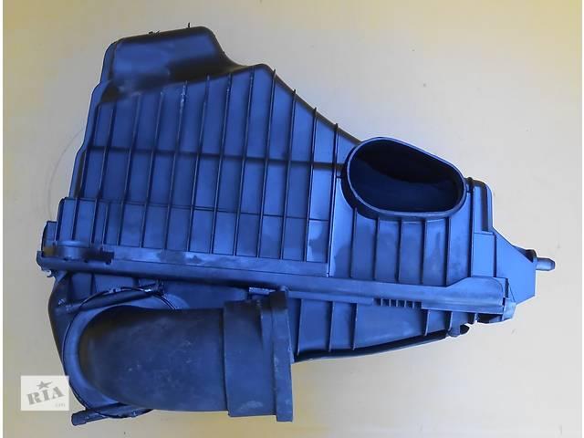купить бу Корпус воздушного фильтра 7L0128607 5.0 TDI Volkswagen Touareg Vw Туарег Туарек 2003 - 2007 в Ровно