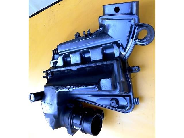 купить бу Корпус воздушного фильтра, повітряного фільтра 1.9 Nissan Primastar Ниссан Примастар Opel Vivaro Опель Виваро Renault в Ровно