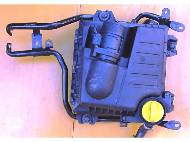 купить бу Корпус воздушного фильтра, повітряного фільтра 2.0 Opel Vivaro Опель Виваро Renault Trafic Рено Трафик Nissan Primastar в Ровно
