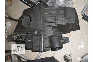 б/у Корпус воздушного фильтра Volkswagen T5 (Transporter)
