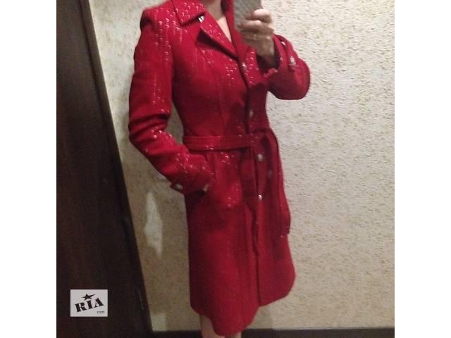 купить бу Красное кашемировое пальто в Горишних Плавнях (Комсомольске)
