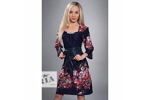 Красивое платье с цветами и кожаным поясом