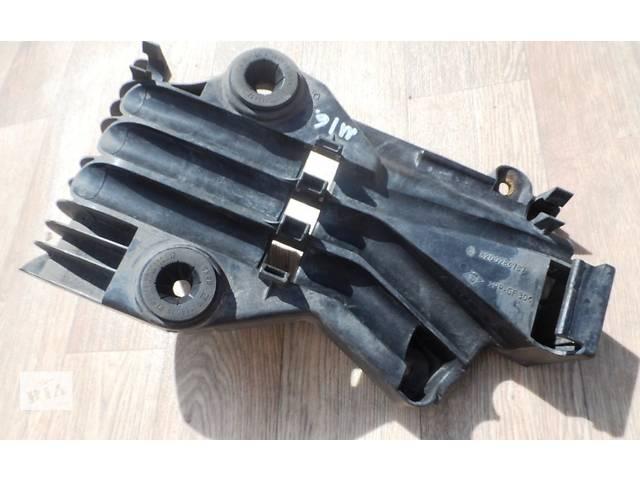 купить бу Крепление корпуса воздушного фильтра на Рено Мастер Renault Master Opel Movano Опель Мовано 2.5 dCI 2003-2010 в Ровно