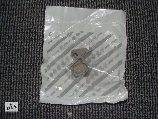 продам Крепление солнцезащитного козырька на Chrysler 300 С 2005-2010 года выпуска бу в Киеве