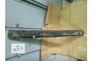 б/у Кронштейн крепления радиатора Renault Trafic
