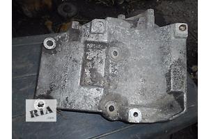 б/у Кронштейны Audi A4