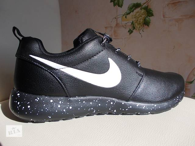 бу Кроссовки кожа Adidas Reebok Nike Roshe Run Cosmos кожа в Полтаве