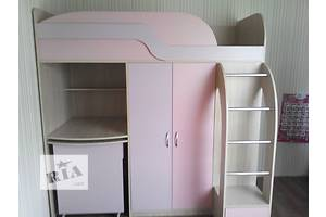 Кровать-чердак с выдвижным столом, шкафом, пеналом и полками (к22) Merabel