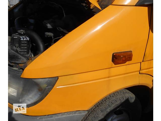 купить бу Крыло переднее на спарку правое левое, крило переднє Mercedes Sprinter 903, 901 (96-06гг) 208 - 616 в Ровно