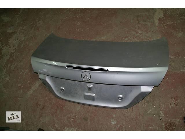 купить бу  Кришка багажника для легкового авто Mercedes E-Class 211 в Львове
