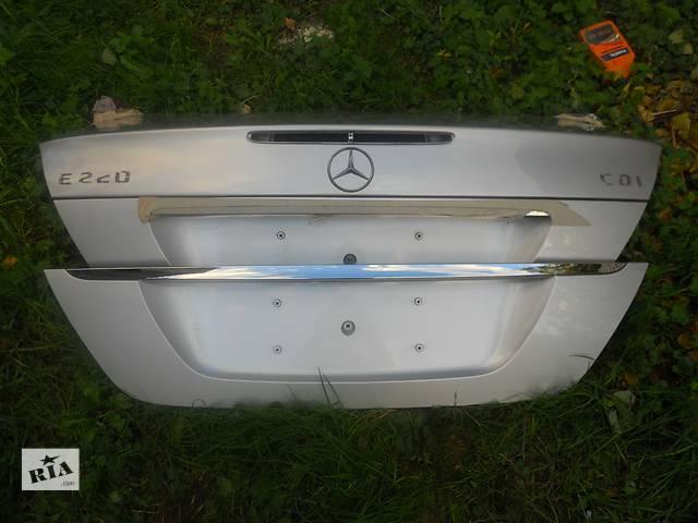купить бу  Крышка багажника для легкового авто Mercedes E-Class  211 в Ровно