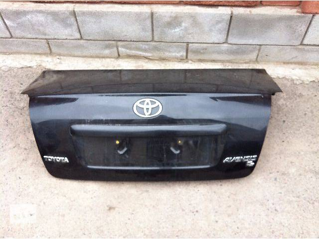 продам Кришка багажника на Toyota Avensis 2004 - 2007 бу в Ровно