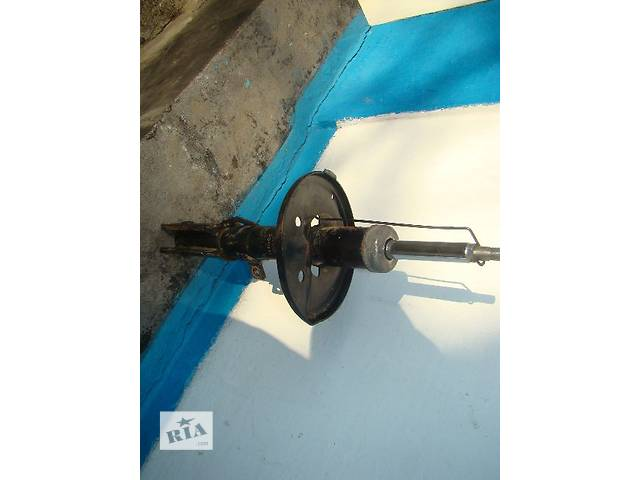 Левая передняя стойка KYB б/у CAMRY 30 2001-04гг- объявление о продаже  в Умани