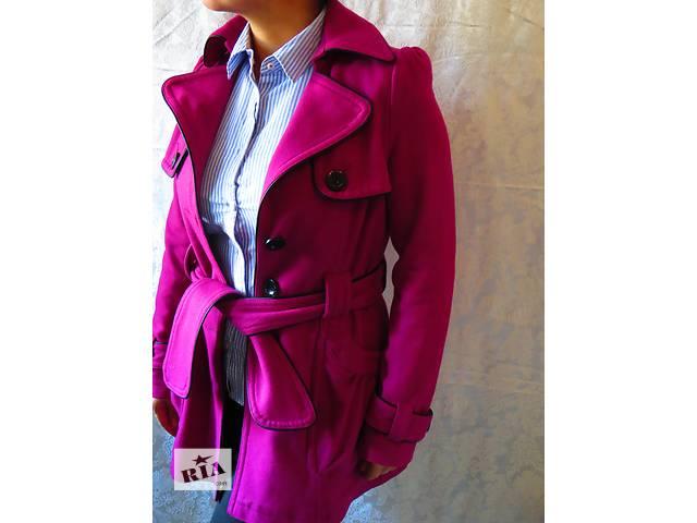 продам малиновое пальто.теплое.красивое.новое лондон бу в Киеве