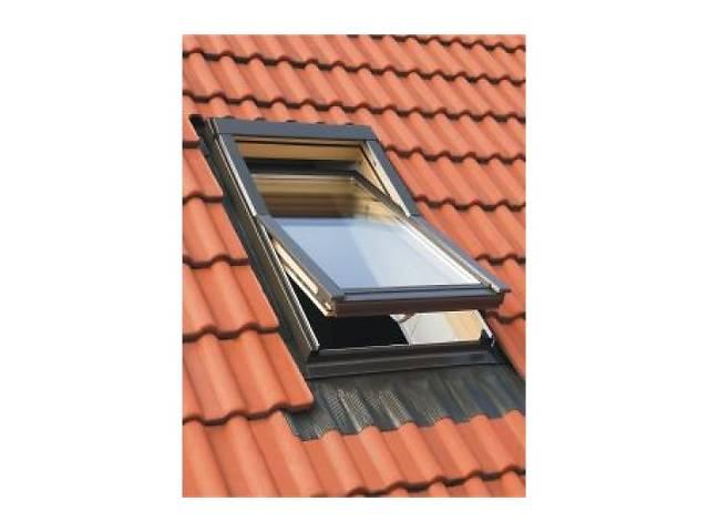 купить бу Мансардное окно ОМАН окно + монтажный оклад 78*118см 3800грн ( за комплект) в Львове