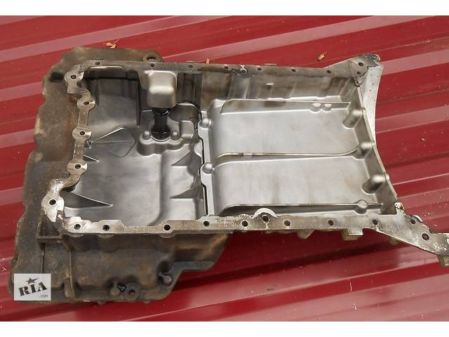 купить бу Масляний піддон двигуна/двигуна Піддон двигуна Мерседес Віто Віто (Віано Віано) Merсedes Vito (Viano) 639 в Ровно