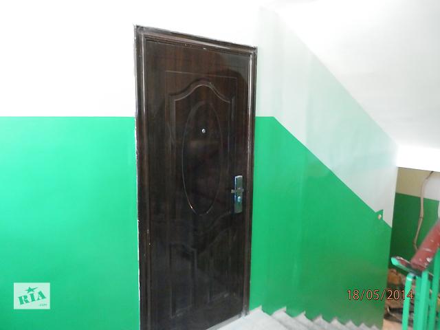 кладовка в подъезде с металлической дверью