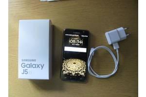 Мобільні на дві SIM-картки Samsung Samsung Galaxy J5