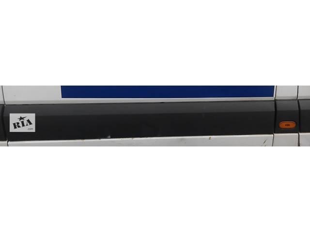 купить бу Молдинг двери боковой сдвижной Мерседес Спринтер 906 (215, 313, 315, 415, 218, 318, 418, 518) 2006-12г в Ровно