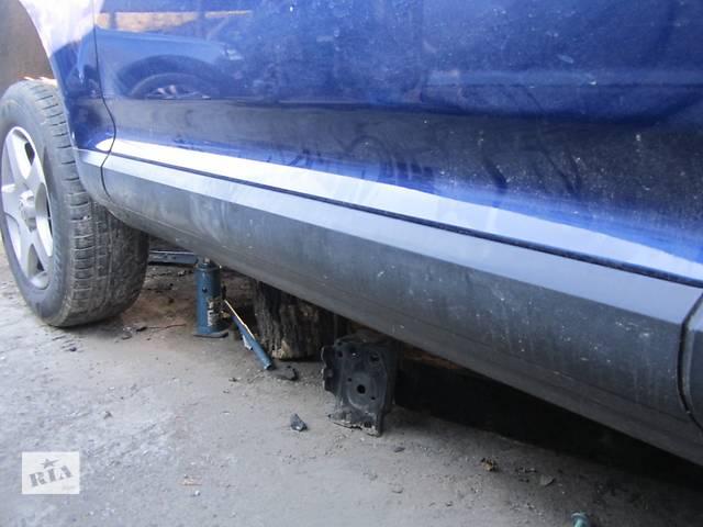 купить бу Молдинг двери, накладка кузова Volkswagen Touareg Фольксваген Туарег 2003-2009 в Ровно