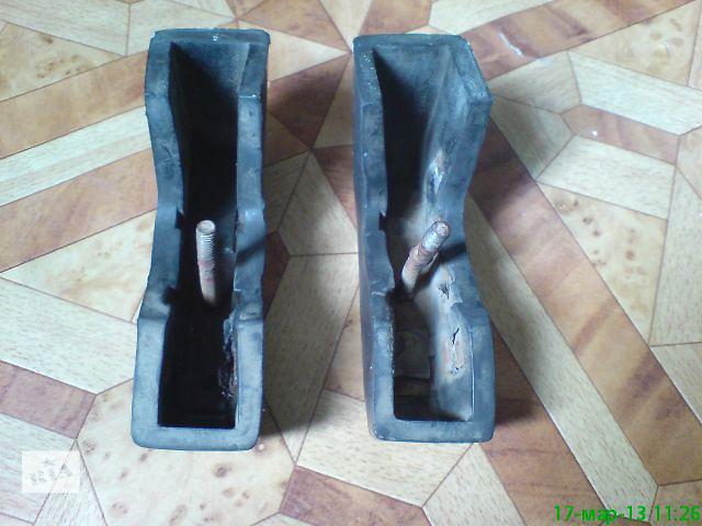 продам Москвич запчасти: Резиновые клыки бампера 2140 бу в Харькове