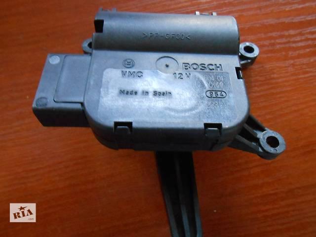 купить бу  Моторчик привода заслонок отопителя Volkswagen Touareg Фольксваген Туарег 2003 - 2009 в Ровно