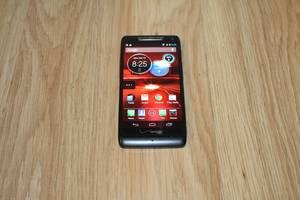 б/у Мобильные телефоны, смартфоны Motorola Motorola Droid RAZR M