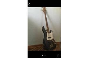 б/в Бас гітари Fender