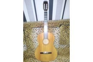 б/у Классические гитары Maxtone