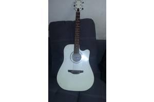б/в Гітари Leoton