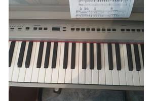 б/в Цифрові піаніно