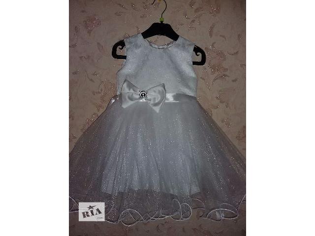 продам Нарядное платье на утренник, снежинка на 2-3 года бу в Киеве