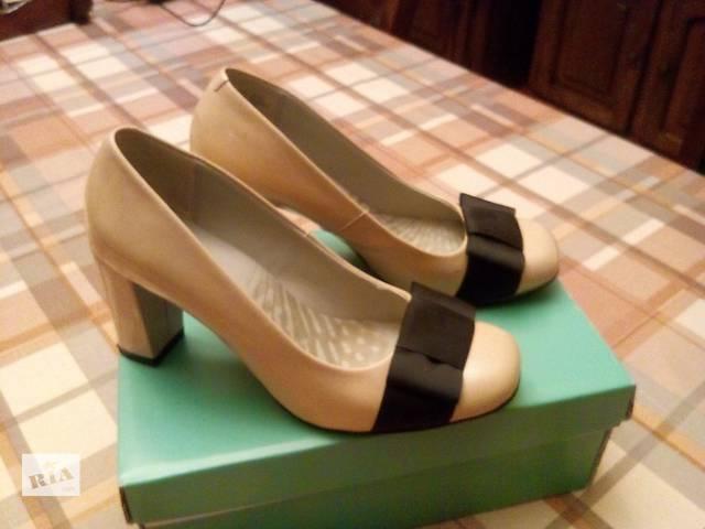 продам Нарядные женские туфли бу в Киеве