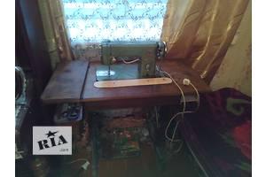 б/у Ножная швейная машинка