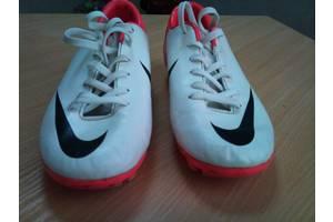 б/у Детские бутсы футбольные Nike