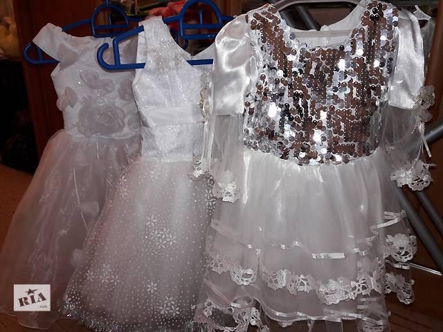 купить бу Новогодние красивые платья на возраст 2-5 лет, диадемы (короны), аксессуары в Харькове