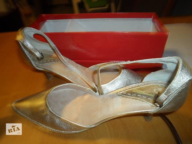 купить бу Новые испанские золотистые туфли 38-39 р  в Киеве