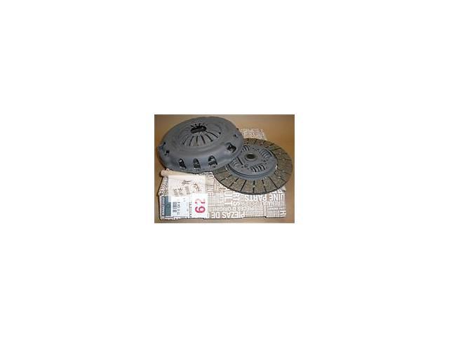 купить бу новый Комплект сцепления trafic vivaro primastar movano master 2.5 dci 2.0dci 2001/10 - 2006/08 - oe  7711134977 в Луцке