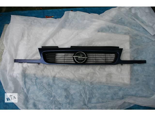 купить бу Облицовка/решетка радиатора Opel Astra в Кременчуге
